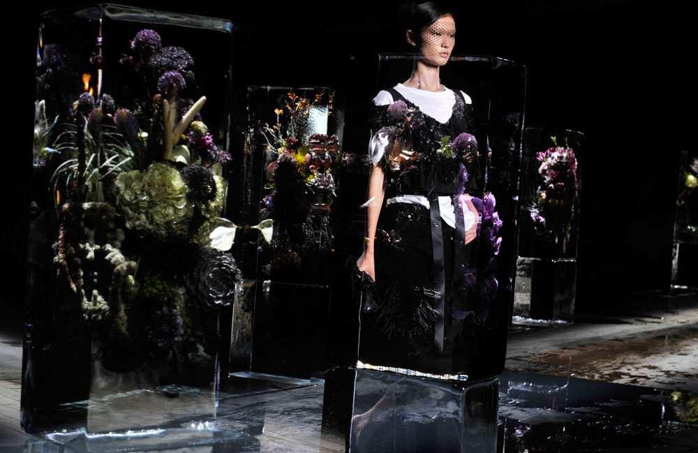 2030976_fashion-week-femme-printemps-ete-2017-la-realite-revee-de-dries-van-noten-web-0211338339272.jpg