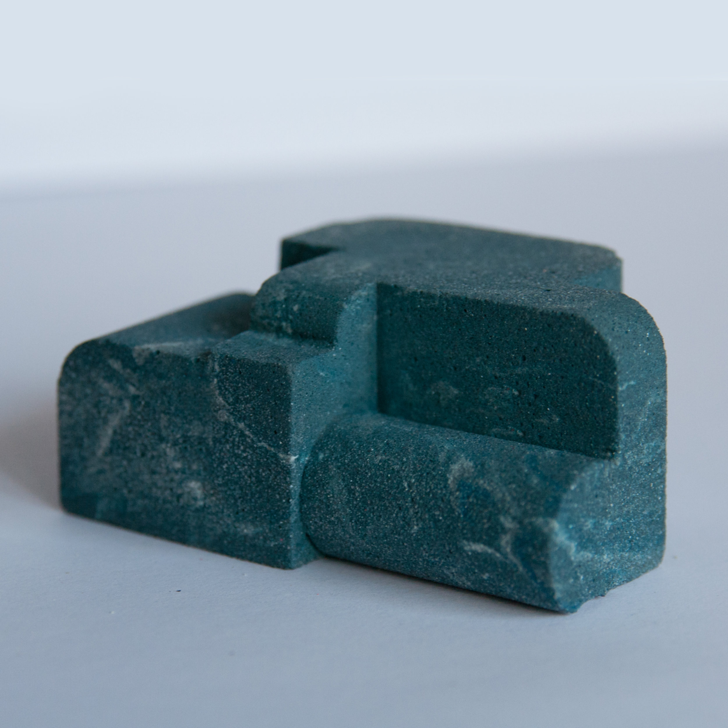 Pigmented marble aggregate jesmonite