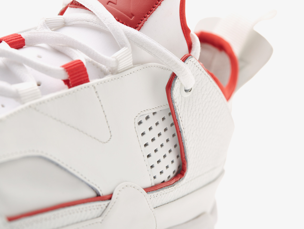"- Characterized by a distinctive Vibram sole, ""The Secret"" sneaker incorporates some of the most iconic intuitions of Nike Air Jordan, paying homage to the greatest player of all time to whom Back Door Bottega. has dedicated a special exhibition. White and red, the 'The Secret' sneaker remembers the Air Jordan 2 OG"