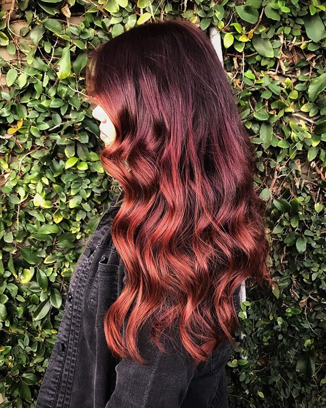 Copper colormelt on my forever mermaid, @jasminerachellew 😍🔥 🧜🏼‍♀️ . . also, shoutout to natural lighting and a living wall for making red color actually photograph well! 🙏🏻 #chelseathestylist