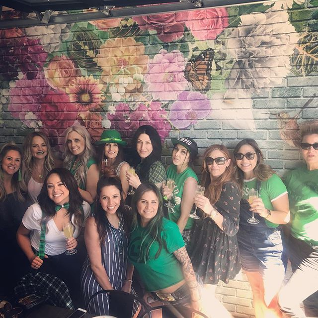 Sunday funday with some green🍀 @hushhushbangbangoc  #findyourhideaway @pacifichideaway @shorebreakresort #stpatricksday 🍻💚 #hushhushbangbangsalon