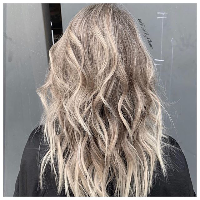 ⚡️Full head of Baby lights with Natural Root⚡️ • #myfavorite #hushhushbangbang #blonding #blondehair #blond #blondehighlights #blondesofinstagram #blondespecialist #dimensionalblonde #hairstyles #hair #haircolor #haircolorist #babylights #naturalroots #style #beauty #fashion #stylist #oc #costamesa #california #hairbyclover #wcw