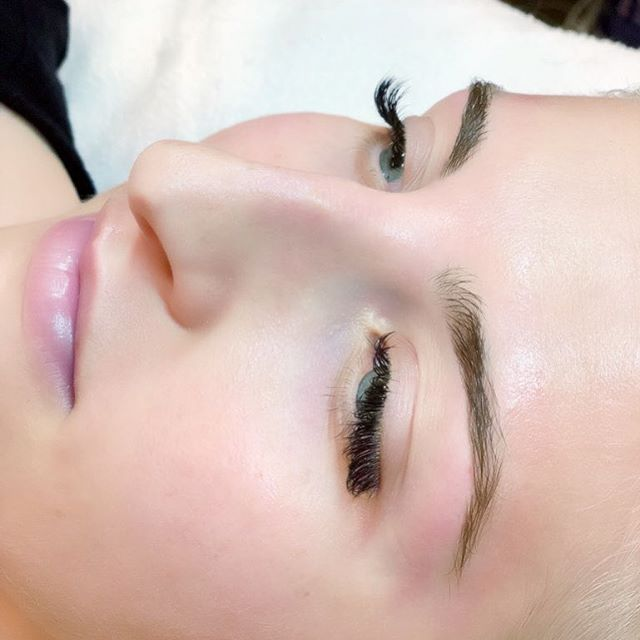 Lash fill, brow wax, & lip wax on this beauty today😍 @kshayd  @hushhushbangbangoc  #eyelashextensionsbygina  #lashextensions #classiclashes #browshaping #browwax #waxing