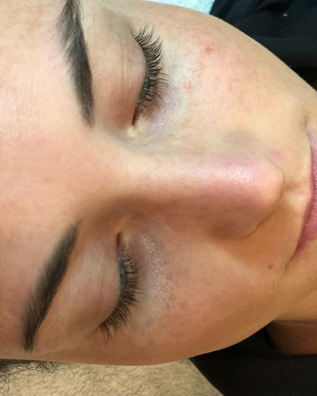 The lovely @sarahhhhmossss 😍 ~Before & after~ #eyelashextensionsbygina  #miniclassicset #lashextensions  #natrallashlook #sopretty #hushhushbangbang  #lashes #browwaxing #browshaping