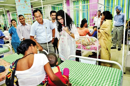 Operation Smile India Ambassador Nandana Sen vists with patients and family members in the Post-Operative Ward.