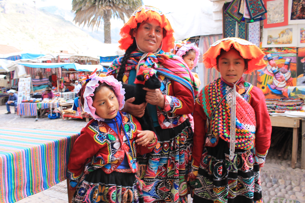 traditional outfits pisac peru travel guide