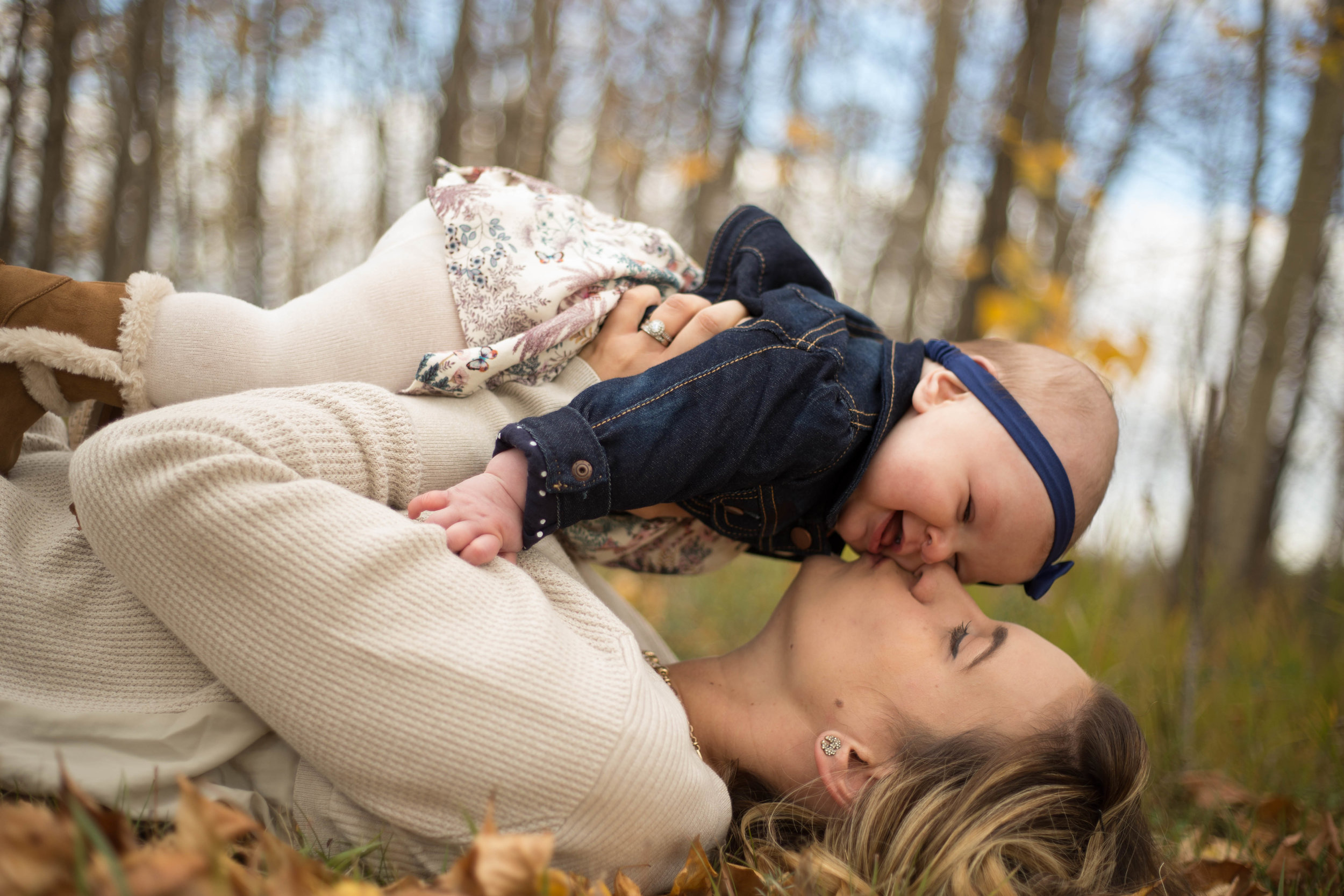 mommy and baby kissing fall edmonton
