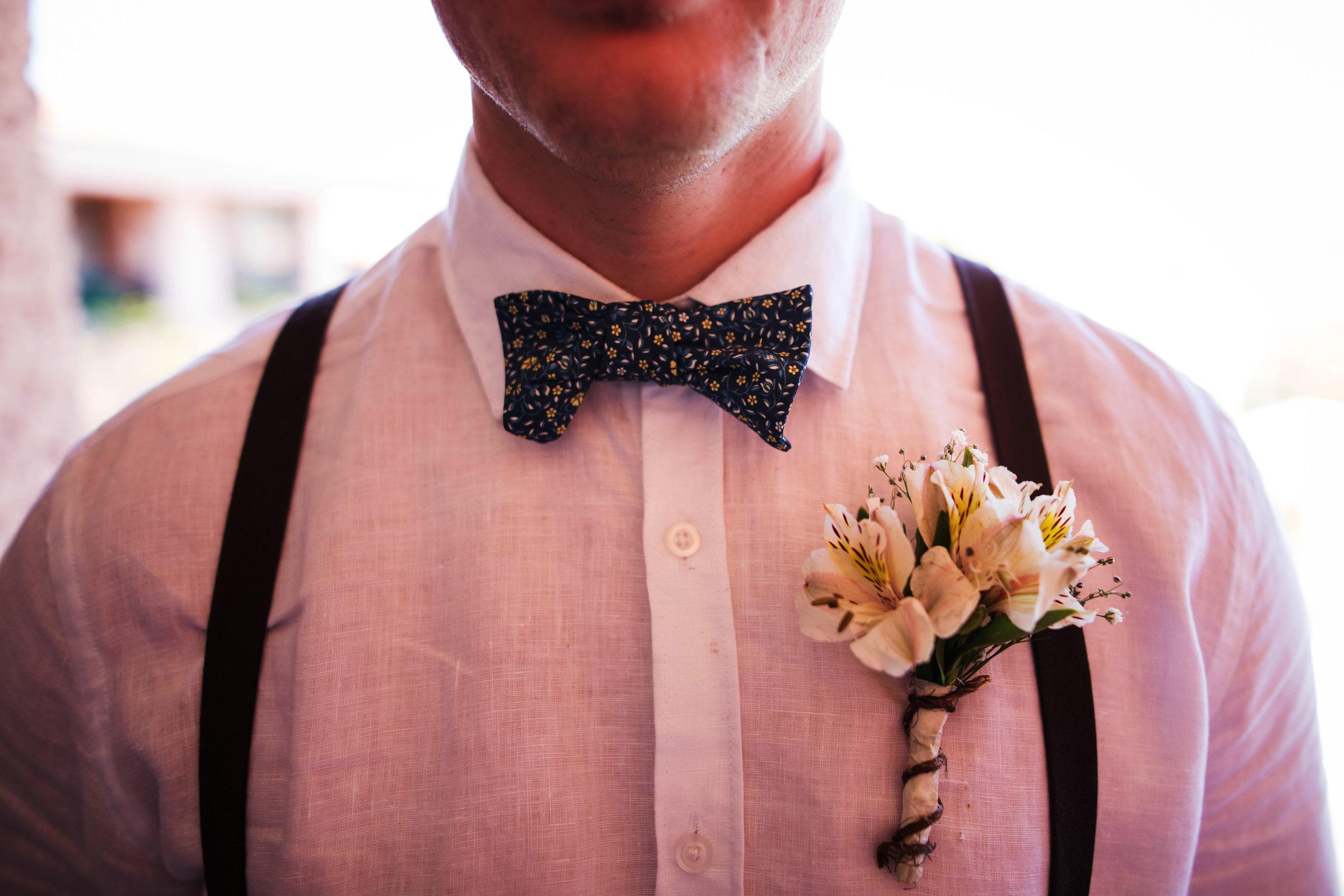 groom detail shot | groom bowtie