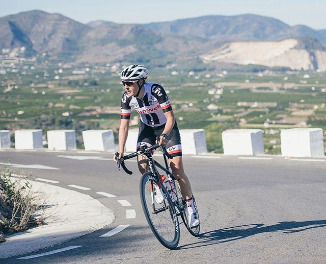 Lucinda Brand is one of the fiercest descenders in the women's peloton, so who better to impart her pearls of wisdom on dominating on descents…? Find out all her nuggets of wisdom in the KNOW HOW section of our site - link in biog⠀ ⠀ @teamsunwe, @lucinda_brand, @hantroop⠀ ⠀ #CYCLING #ROADBIKE #CYCLIST #BIKESTAGRAM #CYCLINGLIFE #STRAVACYCLING #ROADCYCLING #INSTACYCLING #RIDEYOURBIKE #ILOVEMYBIKE #CYCLISTS #LOVECYCLING #INSTACYCLE #CYCLINGLOVE #INSTABICYCLE #CYCLISTLIFE #OUTSIDEISFREE #FROMWHEREIRIDE #WTMTM #ROADSLIKETHESE #ROADPORN #WYMTE #SOCKDOPING #CYCLECHIC #CYCLINGKIT #CYCLINGAPPAREL #CYCLESTYLE #CYCLEGEAR #CYCLINGGEAR #KITPORN