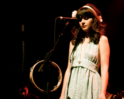 Zooey Deschanel performing with She & Him in a Shareen Again re-work.