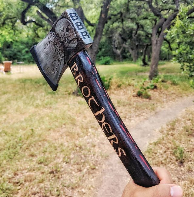An axe isn't just a tool but a badass weapon no one expects you to throw 😂 . . . #axeart #artist #artonaxes #artonmetal #metalart #customaxe #customengraved #engravedaxe #dremel #coldforge #woodworker #axejunkie #joelucky #axethrowing #throwingaxe #badassaxe #urbanaxes #riotaxe #skullart #heavymetal