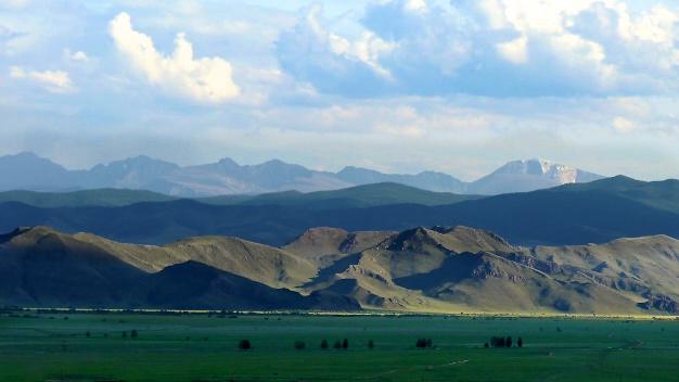 möngun-taiga mountain in the distance