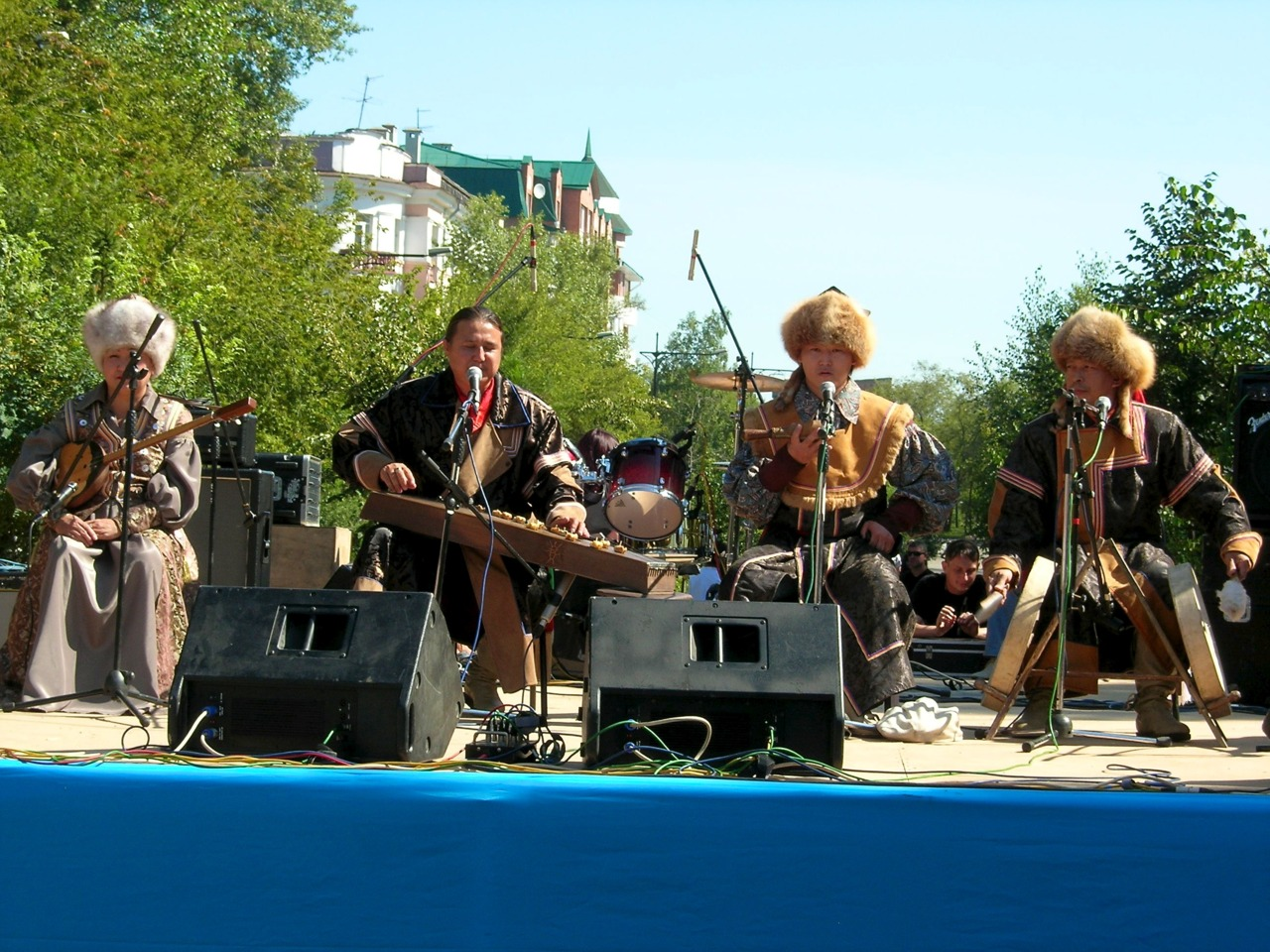 ensemble ULGER performing in abakan