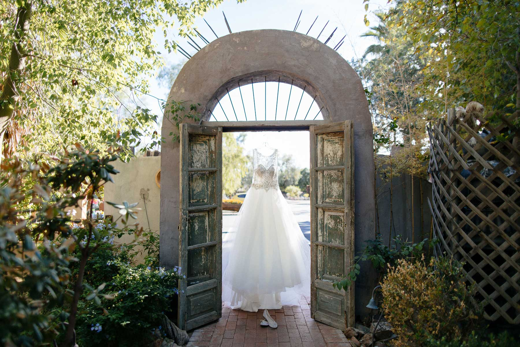 161112-Luxium-Weddings-Arizona-Jon-Madison-Boojum-Tree-First-Look-008.jpg