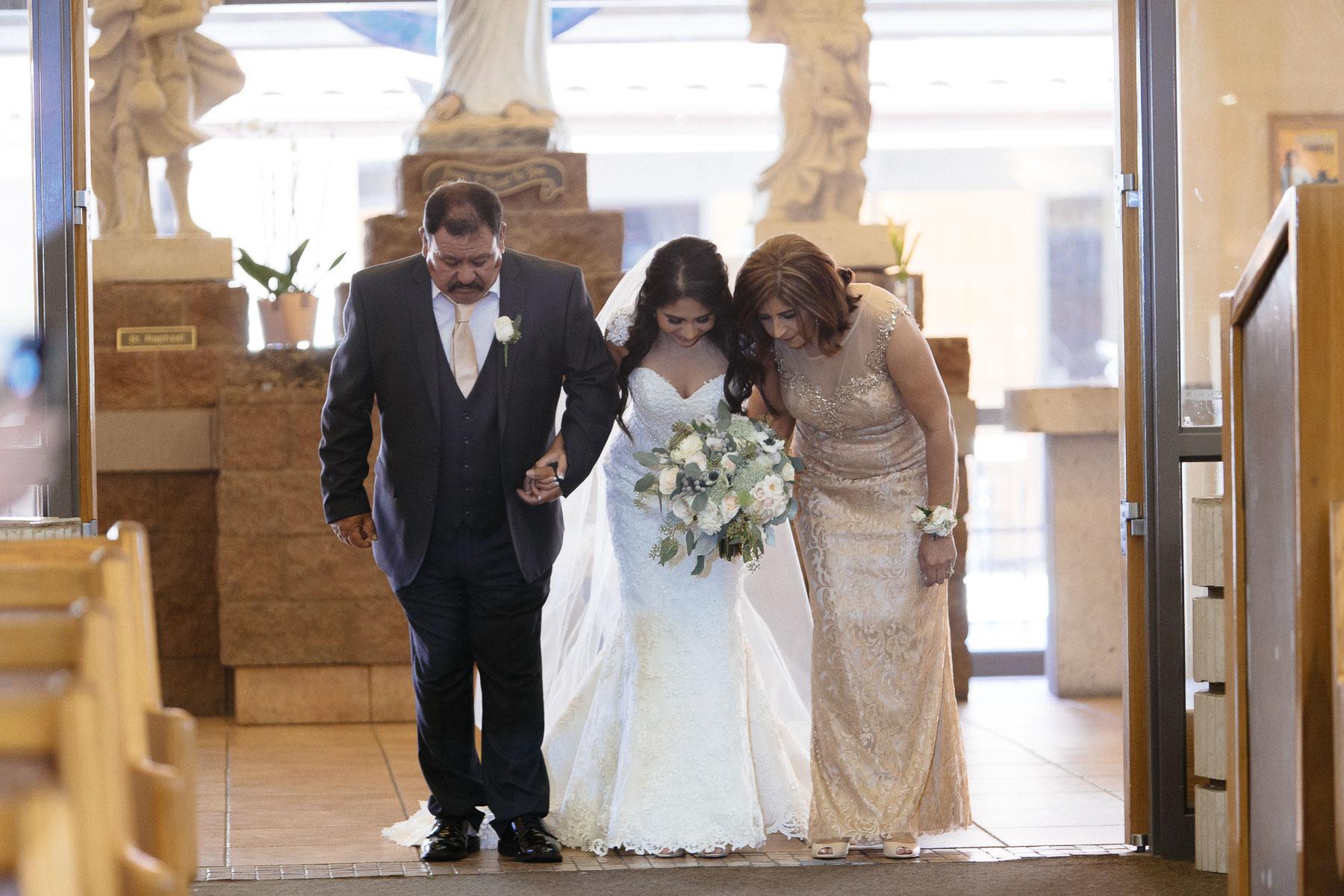 161029-Luxium-Weddings-Arizona-Jeff-Griselda-First-Look-Val-Vista-Lakes-Gilber-030.jpg