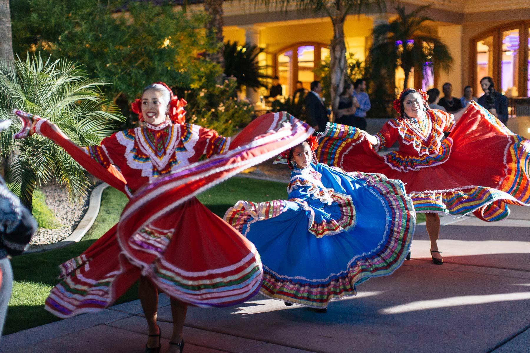 161029-Luxium-Weddings-Arizona-Jeff-Griselda-First-Look-Val-Vista-Lakes-Gilber-074.jpg