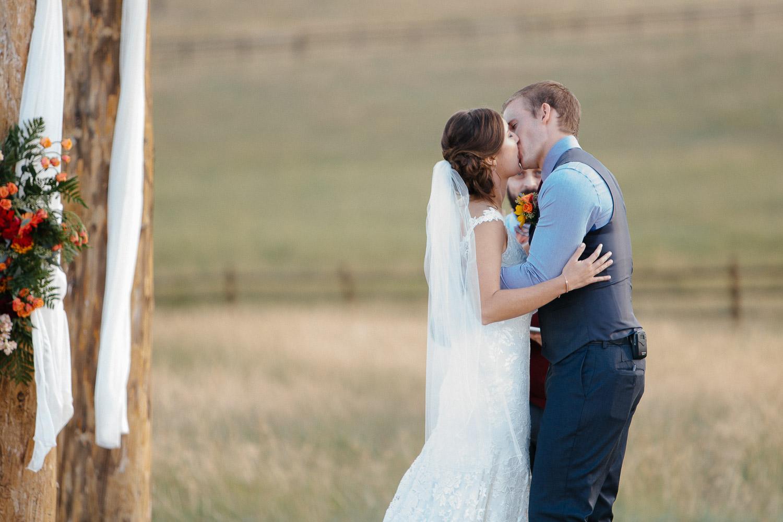 160902-Luxium-Weddings-Arizona-Michael-Becca-Spruce-Mountain-Ranch-Colorado-webres-065.jpg