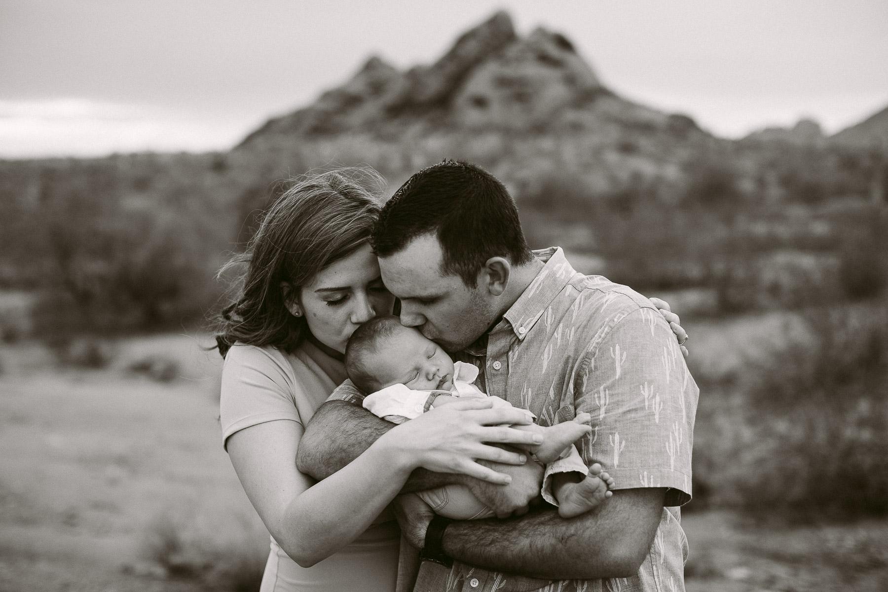 Luxium-Creative-@matt__le-Newborn-Baby-Photoshoot-Arizona-Phoenix-Papago-Park-Red-Rocks-111.jpg