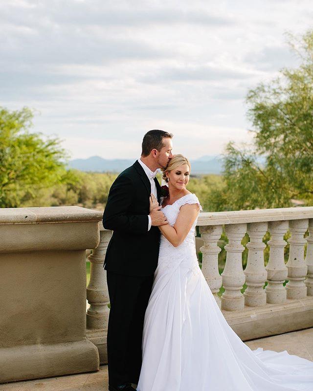 AZ light will always be our favorite. . . . . . . . . . . . . .  #bohobride #thatsdarling #loveauthentic #engaged #greenweddingshoes #chasinglight #bohowedding #weddingseason #smpweddings #ftwotw #elopement #theknot  #naturephoto #main_vision #landscape_captures #awesome_earthpix #natureaddict #rsa_rural #awesomeearth #nature_wizards #gottalove_a_ #allnatureshots #instanaturelover #phoenixaz #ig_arizona #arizonaphotographer #arizonaphotography #arizonalife #phoenixphotography