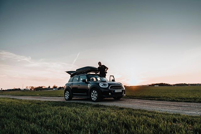 ••• Planning on doing a roadtrip through Sweden and Norway together with @minisverige this summer.  So my questions to you is:  Where should I go?🏔 And who wants to join?🚙 @minisverige #lifewithmini