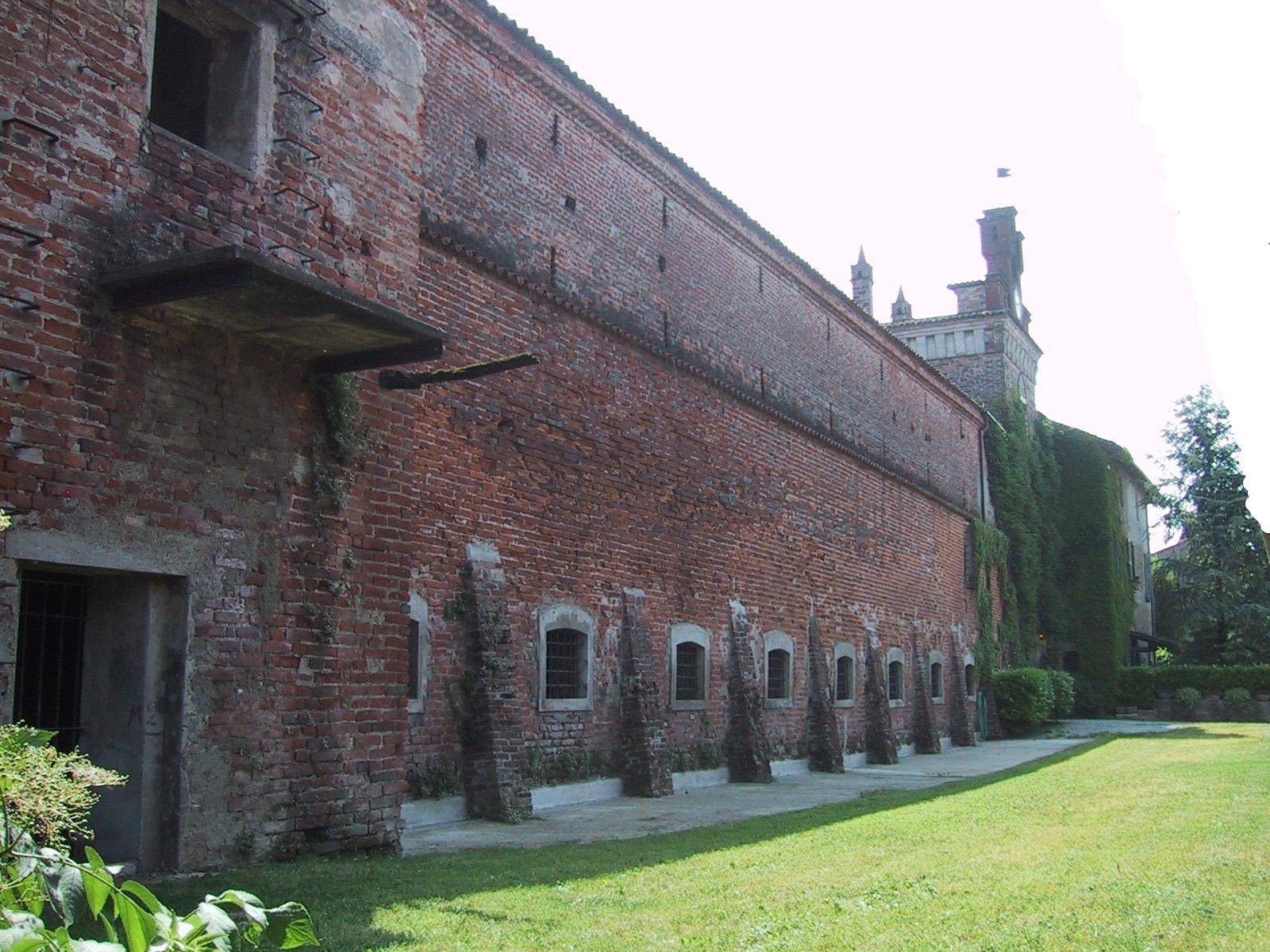 La peschiera, un tempo parte del fossato che circondava il castello