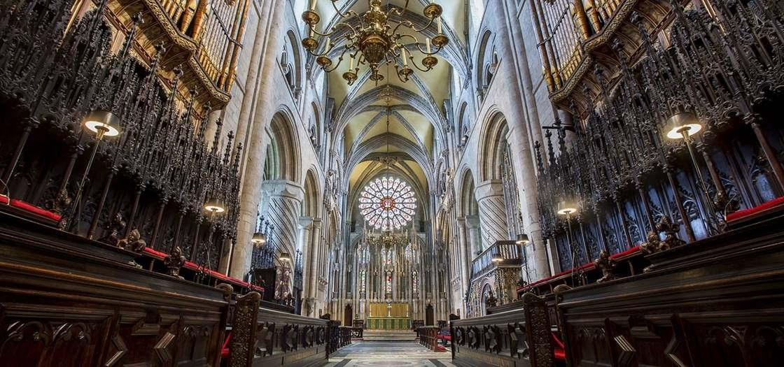 wide-angle-of-quire-stalls-organ-and-high-altarjpgjpg.jpg