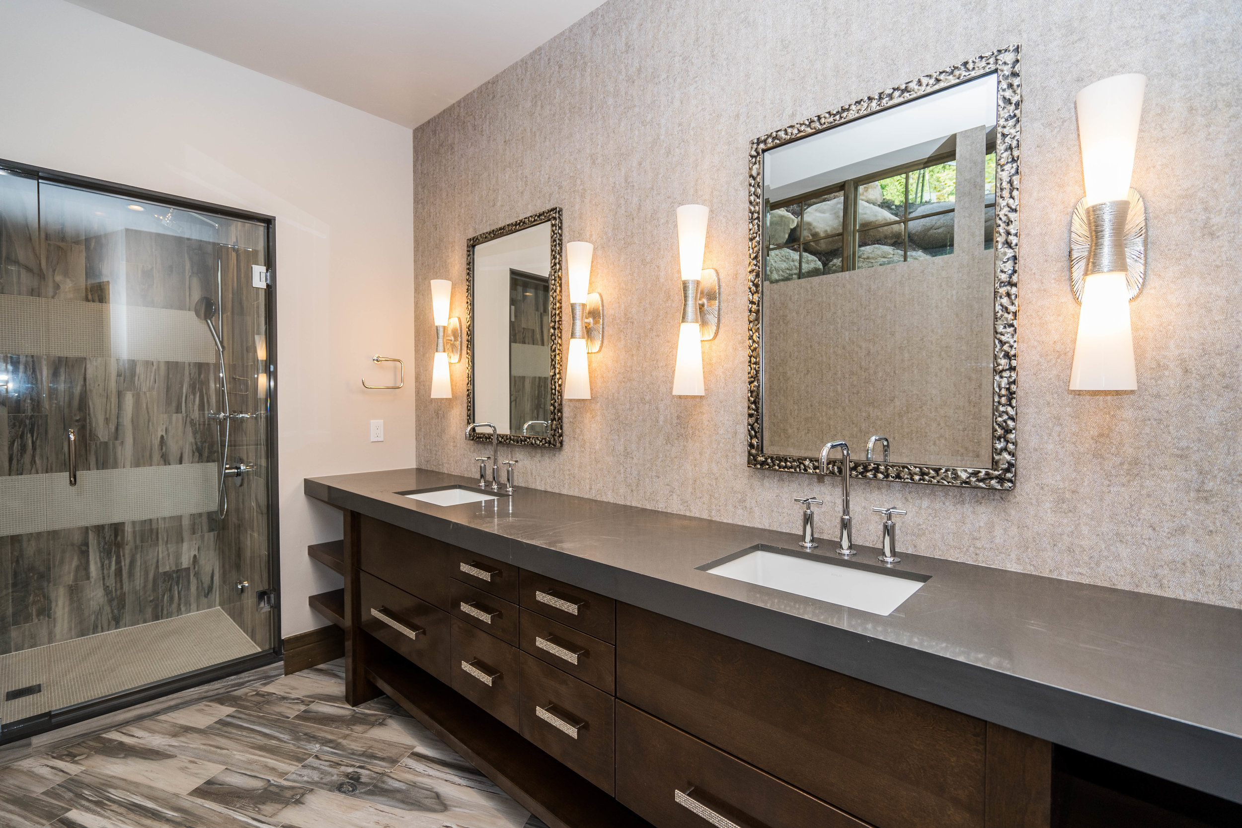 lot 10 east.master bath.jpg