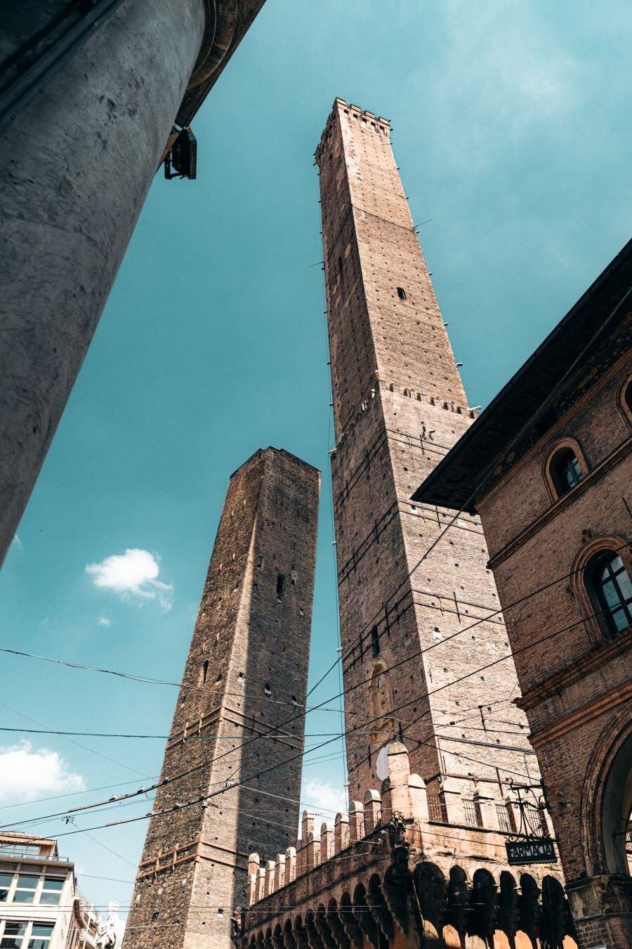 Credit: Unsplash. Two Towers (Le due Torri: Garisenda e degli Asinelli).