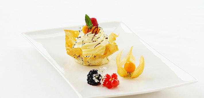 Vanilla Decorating Cream in Shortcrust Pastry Shell