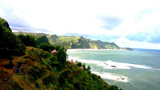 Bale bengong di pinggir bukit Pantai Menganti.