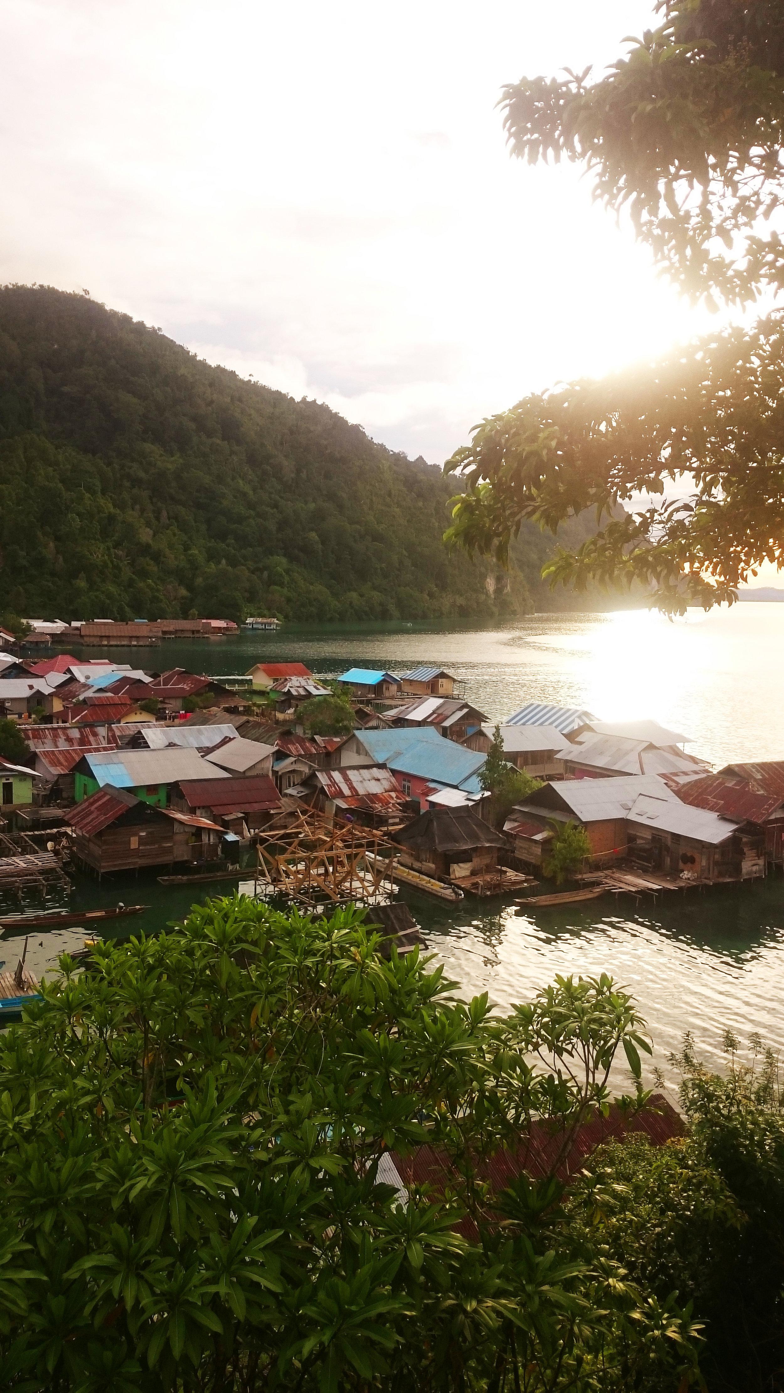 Desa Sawai dari Atas Bukit