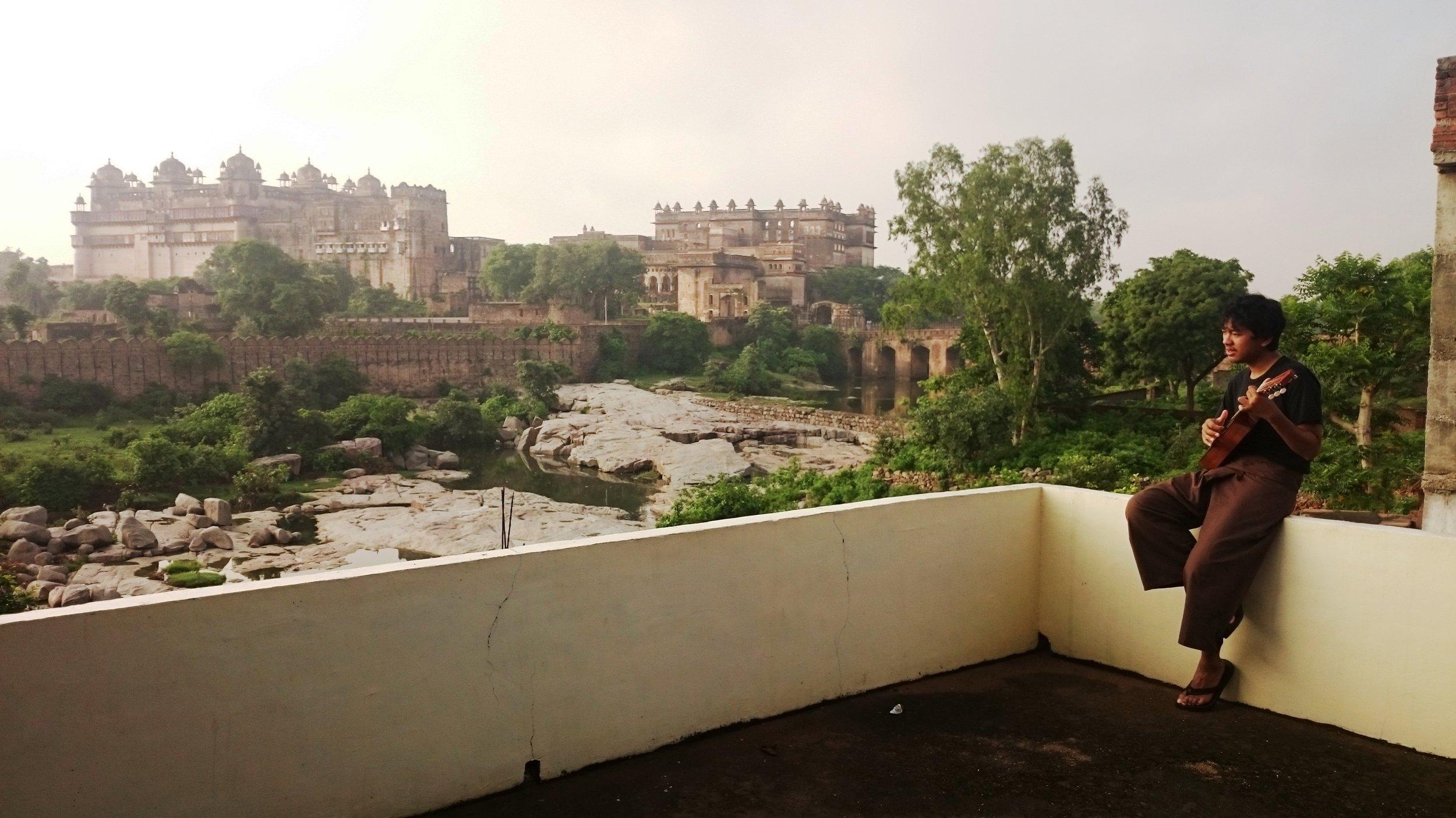 Pagi Hari di Rooftop Hotel Orchha