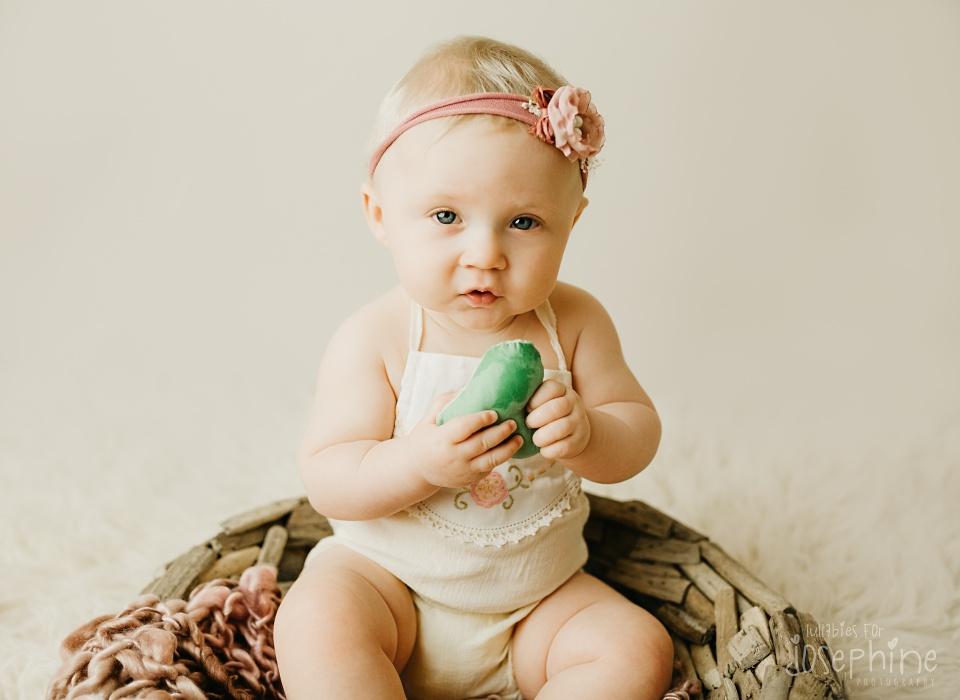 baby-girl-new-jersey-baby-photographer-milestone