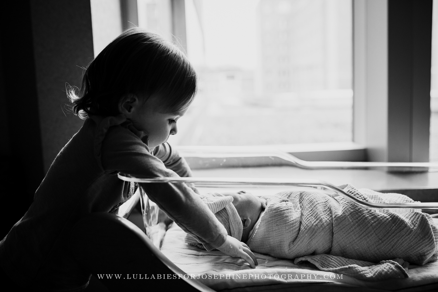 Fresh 48- hospital-newborn-photo-session-siblings-window-love