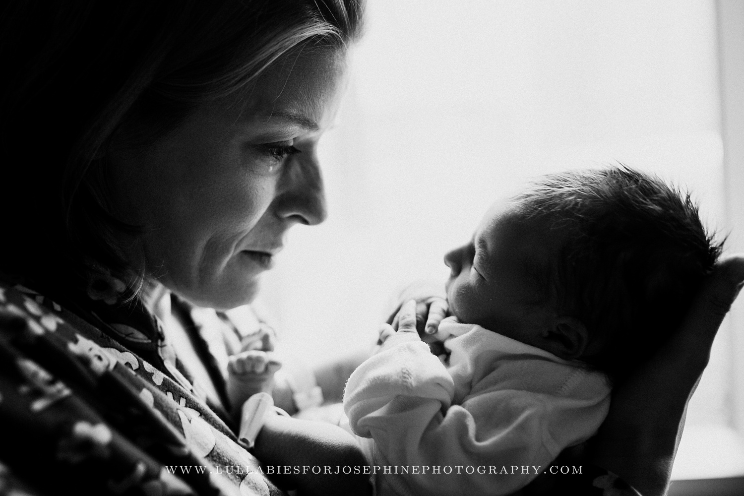morristown-nj-newborn-photography-emotion-feeling-cry-tear-love-mom-baby