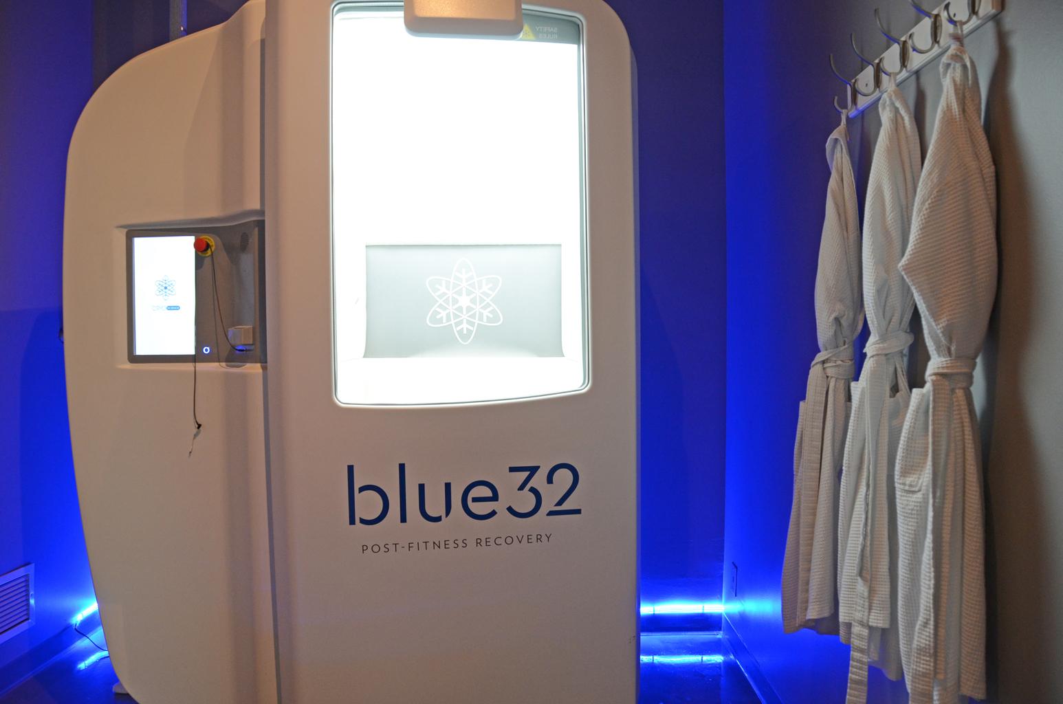 Blue32_03.JPG