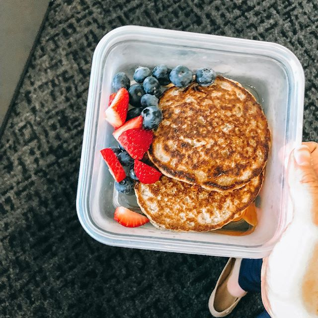 When your morning snack is pancakes, I promise you, you don't feel deprived 🤗🤗🤗 • Obsessed with how good the food is on this nutrition program! 🙌🏼🙌🏼🙌🏼 #eatgoodfood • • • #Justeatrealfood #healthyfoodies #makingbetterchoices #eatmoreveggies #allaboutbalance #eatingforabs  #foodmakesmehappy #eatrealfood  #healthyfoodie #goodmoodfood #healthyfoodinspo #weddingdiet #healthierme #eatforthebodyyouwant #innerfatkid #foodisthewaytomyheart #ilovesnacks #hungrygirl #girlsgottaeat #idontsharefood #mealplanning #mealprepmadeeasy #mealprepandchill #whatsfordinnertonight #hereforthefood #breakfastofchamps #pancakestack