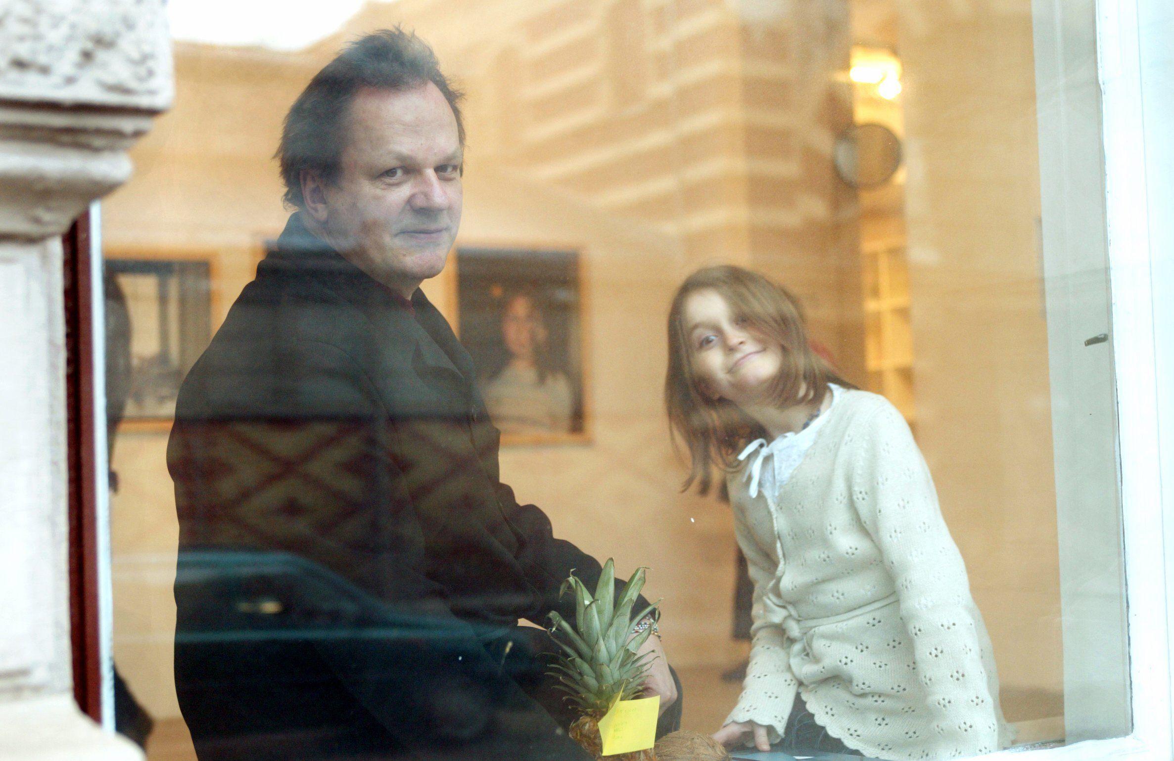 Valokuvaaja Stefan Bremeriä kertoo kokemuksistaan perheellisenä yhteisasujana. (Kuva © Lehtikuva / Kimmo Mäntylä)