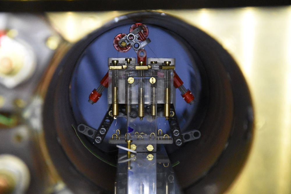 Photo from:http://www.livescience.com/57898-magnetic-robot-swarms-could-fight-cancer.html