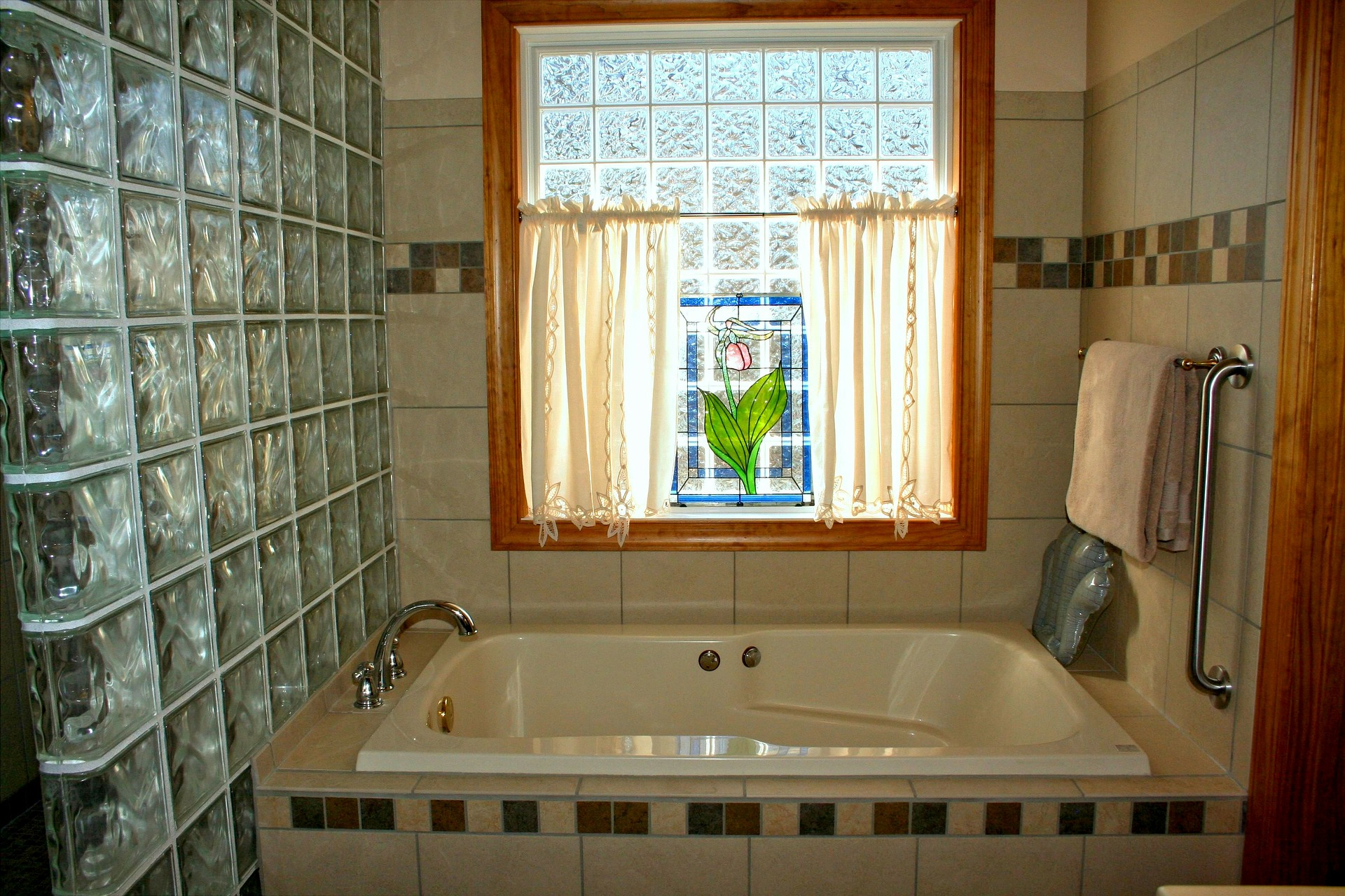 bathtub-54587_1920.jpg