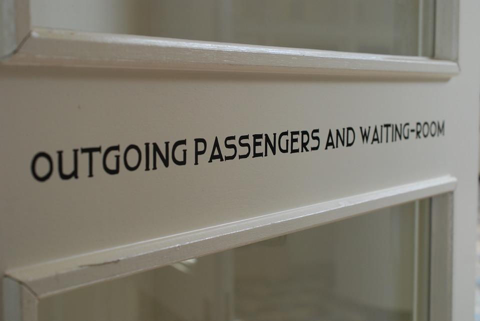 waiting-room-895079_960_720.jpg