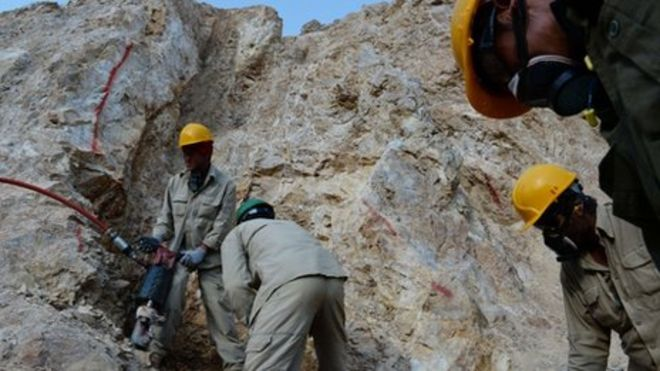 Gold miners in Afghanistan near the village of Qara Zaghan.  Source: BBC