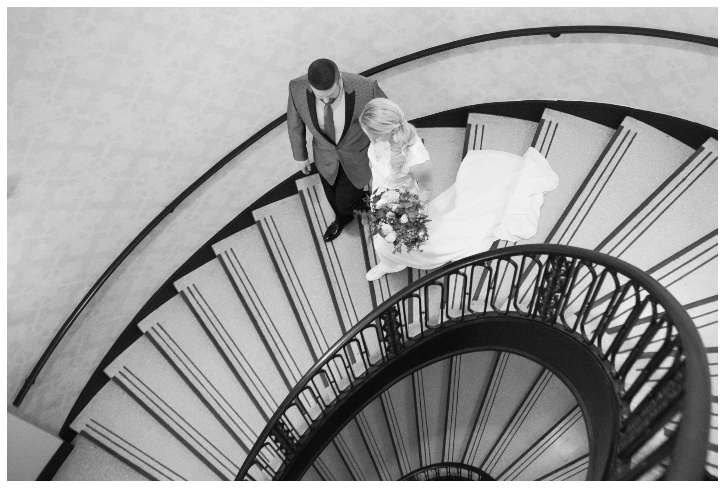 staircase-at-the-palmer-house-chicago-wedding
