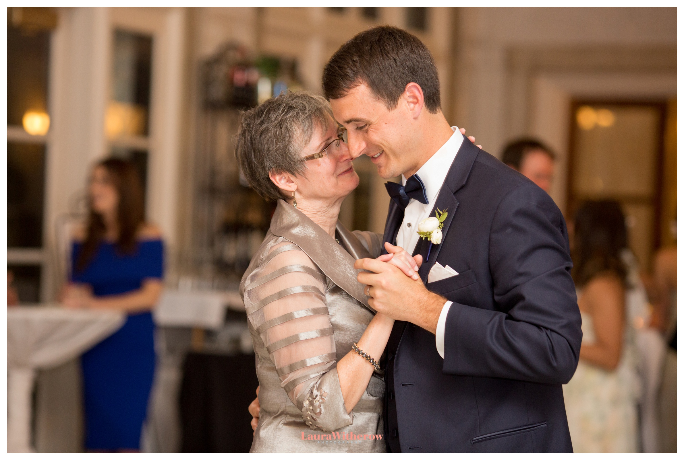 wedding-at-the-armour-house-lake-forest-photographer