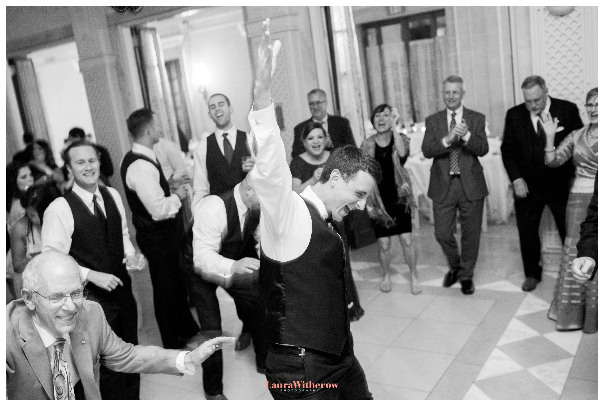 wedding-at-the-armour-house-dancing