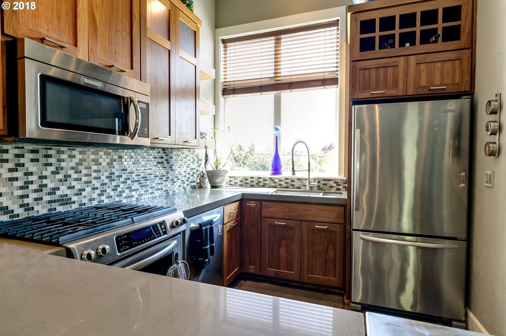 Modern Willamette St. Gem - https://www.airbnb.com/rooms/25938068?s=67&shared_item_type=1&virality_entry_point=1&sharer_id=133572977