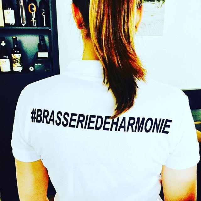 """""""Brasserie De Harmonie"""" zoekt dringend jobstudenten (of flexibel-jobbers) om haar jong en gedreven team te versterken. Heb je weinig les of heb je een sabbatjaar en wil je een cent bijverdienen in je vrije tijd of in de schoolvakanties... Neem snel contact op met ons 03/216.44.54 - info@brasserie-deharmonie.be of spring eens binnen. Harmoniestraat 54, 2018 Antwerpen. Tot binnenkort... delen mag👍😉"""