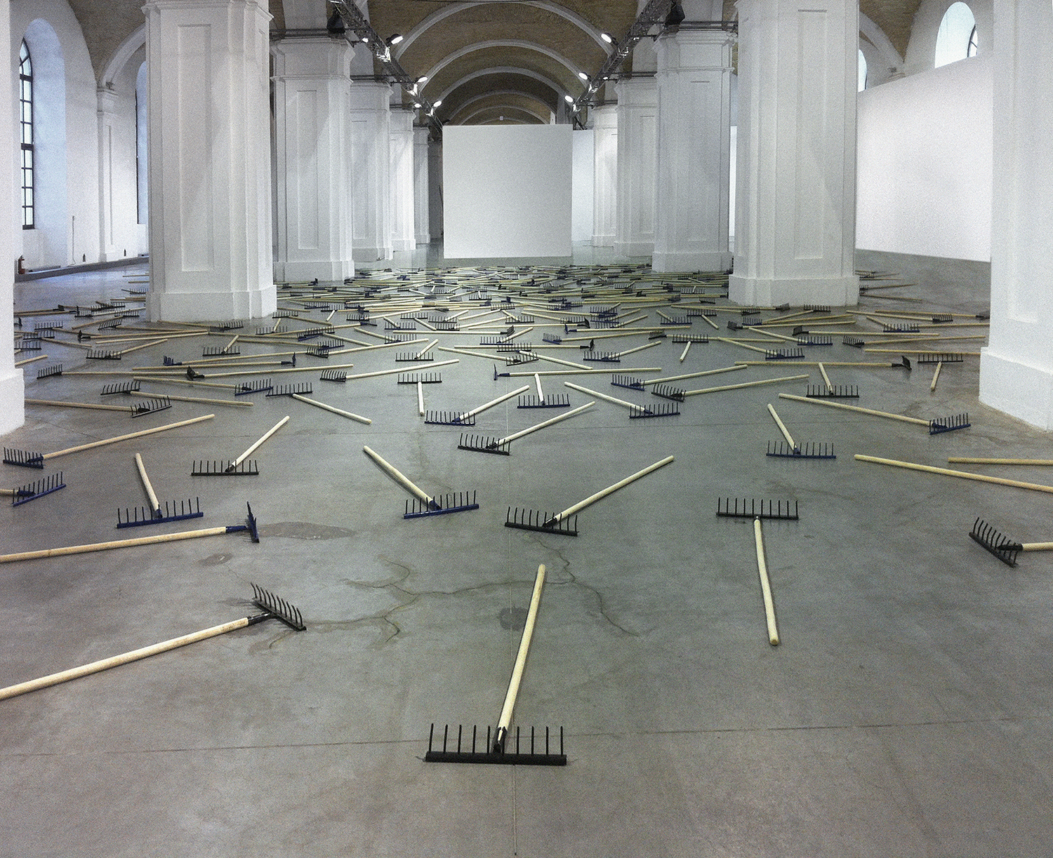 Installation of 350 rakes, which compulsively makes one thinking about each step.   Do not step on rake   2014, installation. Raster lamps, wires, metal profile, dimensions variable