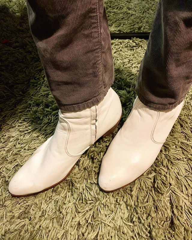 Will the impeccably styled woman at the front of the crowd at @tractortavern last night with white leather ankle boots like these on her feet, please stand up and take a bow? You're an inspiration. — @jauntimusprime ... #whiteboots #ankleboots #showclothes #taketheseoffbeforeloadingout