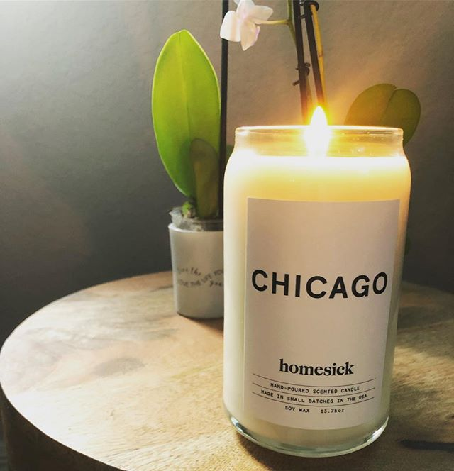 Sometimes you come home to a surprise package from a really awesome friend and it makes your entire 2019. #chicago #chicagoan #smellslikechicago #candle #chicagogirl #homesick #homesickcandles